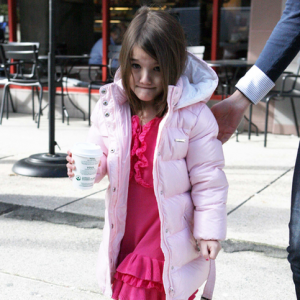 """Suri Cruise Called """"Brat"""" by Autograph Hunter, Paparazzi Defends Her"""